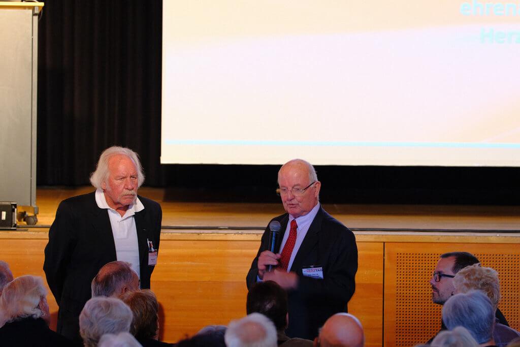Moderator mit Univ. Prof. Dr. Pachinger