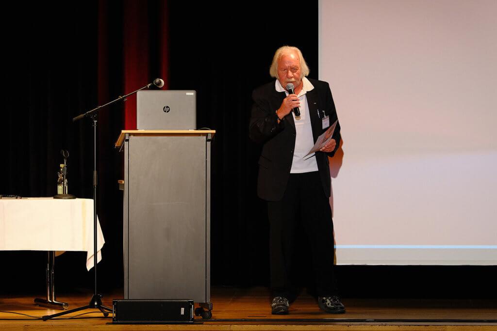 Moderator Viktor Haid (Reindl)